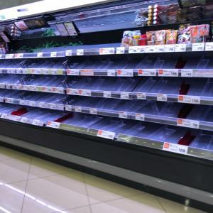 スーパーに品物がない!
