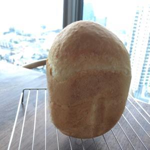 焼きたての天然酵母の食パン