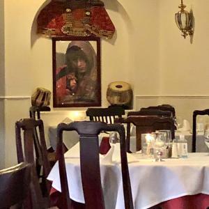 日本レストランに囲まれたアフガニスタン料理店でディナーした