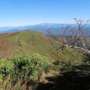 秋晴れの奥美濃大展望台―能郷白山(1,617m)