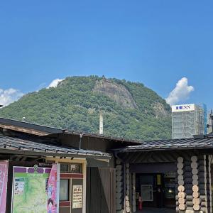 200901 大月駅から見える岩殿山とホテル