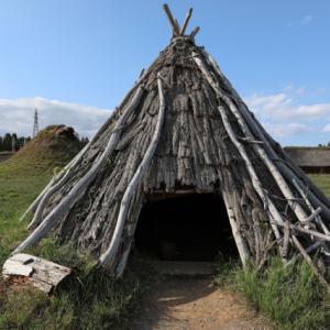 竪穴式住居でひと休み