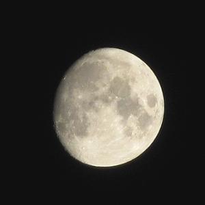 息を殺して月を撮る