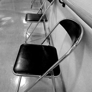 ディスタンス椅子
