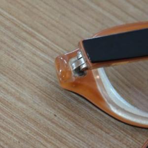 紫外線硬化型プラスチック接着剤 ボンディックでメガネフレームの広がりを修理
