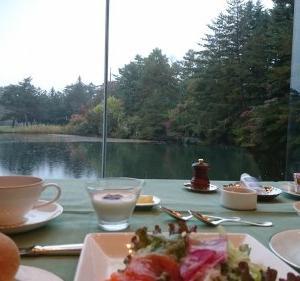 Go To トラベルキャンペーンを利用して軽井沢でゴルフ、アウトレット 雲場池の紅葉が綺麗でした