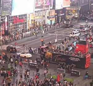 新型コロナワクチン接種の進むアメリカのニューヨークタイムズスクエアでは人出が戻ってきています。現状をライブカメラで確認