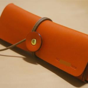 一枚革の巻き紐ペンケース(革色:オレンジ / 麻糸:焦げ茶 / 名入れ)