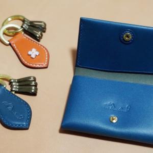 一枚革の名刺入れ & キーホルダー(革色:ブルー&オレンジ / 花カシメ / 名入れ)
