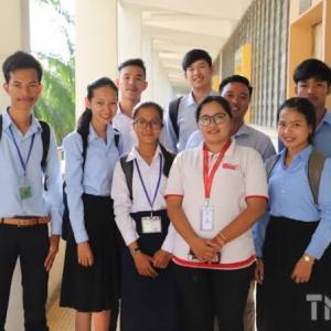 カンボジアの大学生は