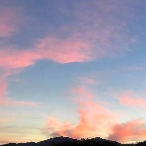 ピンクの空にUFO出現!?