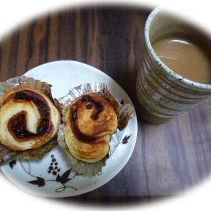 夫の手作りパンでカフェタイムです。