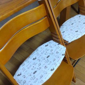 幼児用椅子の座布団カバー2組作成です。