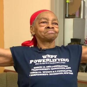 ボディービル護身術?82歳48キロの女性ボディービルダーが男の強盗を撃退!!筋肉は強い
