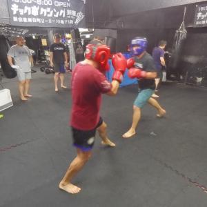おやじファイト練習 19:00-6:00 新宿歌舞伎町キックボクシングジム 新宿スポーツジム