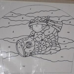 4月のステンドグラスは「鯉のぼり」!生徒様からの依頼でカット・削り。