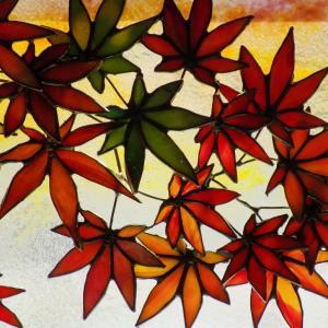 鳥取の西村様の「紅葉の景色」が完成しました!バックガラスにカットを入れない技法もいいですね!