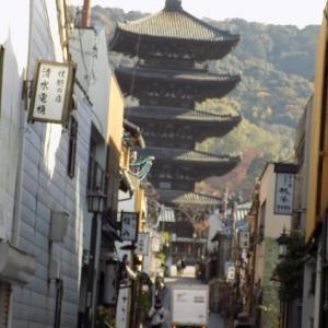今日の京都、東山 八坂の通りです。あまり観光の方はいらっしゃいません。