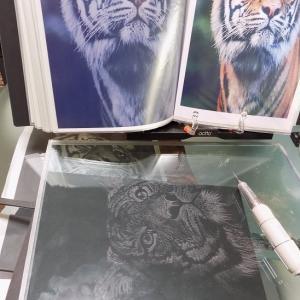 1月3日ステンドグラス工房「卑弥呼」はグラスリッテン、虎と仏像の事始め!