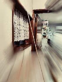 廊下だけが暖色系になってしもたぁ~