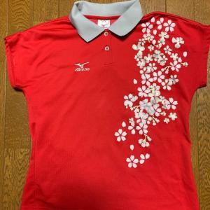 メルカリで、赤に桜柄の卓球ウェアが売れました。