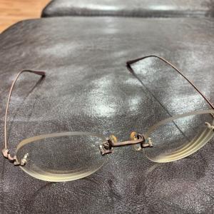 眼鏡を取りに行きました。今度は、遠近両用。