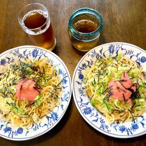 昼食は、かねふくの生明太子ソース・ネギ・海苔のパスタ。麦茶と。