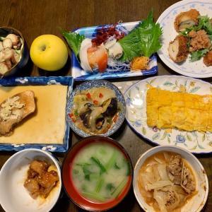 夕食は、貝の刺身、ささみ・大葉・・チーズカツ+紫蘇・梅、茄子・ピーマン・キャベツ・玉ねぎの豚そぼろみそ炒め、赤魚みぞれ煮、ほうれん草・人参・椎茸・蒟蒻の白和え、胡瓜・茗荷、卵焼き、小松菜の味噌汁、りんご・シナノゴールド。