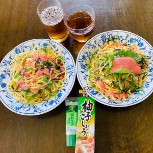 昼食は、明太・大葉・海苔パスタ。麦茶。柚子胡椒・香り本わさびも。粉チーズも。