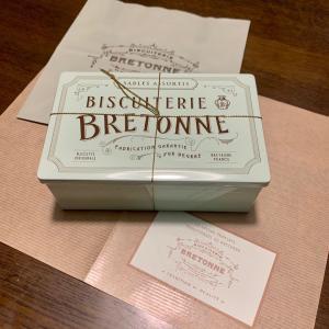 次女からクッキーが届きました。  長女が次女の誕生日プレゼントにカンボジアの工房SALASUSUのポーチをあげたお礼かなww