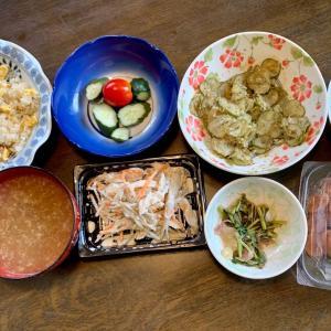 昼食は、ガーリックライス、鶏・牛蒡・人参サラダ、胡瓜・ミニトマト、キュウリの古漬け・鰹節、納豆・ネギ、モロヘイヤ・茗荷、梅干し、かきたま汁。夫がこれで作ってくれました。後は、昨夜の夕食の残りです。
