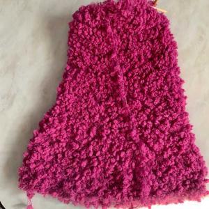 輪編みでホームウェアのパンツを作成。セーターとスヌードを編んだのですが、パンツも編んで、上下のホームウェアにしようかなww100均で黄色と黄緑の毛糸を購入。黄色は次女のスヌードや赤ちゃんの靴下用。  黄緑は、長女が自分用の帽子を編んでます。