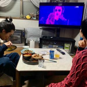 息子は遅い夕食。長女が大ファンのKinKi Kidsの堂本剛の  ENDRECHERIのLIVE DVD観ながら長女と息子とうち飲み。