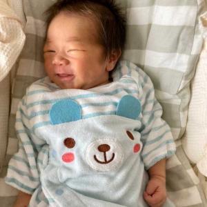 次女の赤ちゃん。片目だけつぶっててウィンクみたいw また、渋い表情で、息子は大御所俳優みたいと言ってました。