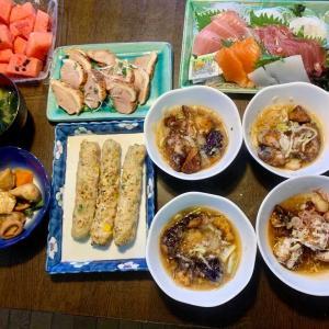 夕食は、刺身、鴨のパストラミ、茄子の揚げ浸し、軟骨・野菜入りつくね、イカ・人参・隠元・里芋煮、ネギ・わかめの味噌汁、西瓜。