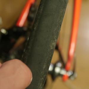 ロードバイクの前後タイヤをローテーションした