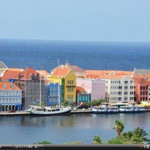 キュラソー島の港町ウィレムスタット市 - オランダ 世界遺産 写真集