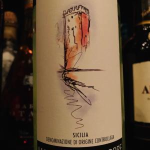 シチリア島、グリッロ種の白ワイン。