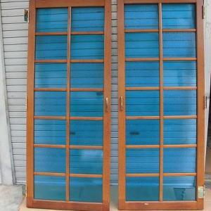 ブルーぼかし摺りガラス 観音開き 飾り窓ドア