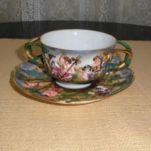 カポティモンテ カップ&ソーサー アンテイーク金彩浮き焼き人物 陶器