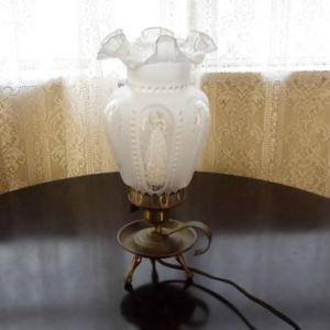 フランスアンテイーク ガラスの素敵な テーブルランプ