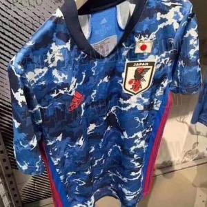 【 画像 】サッカー日本代表の新ユニフォームがリークされる!ちょっとダサい?w