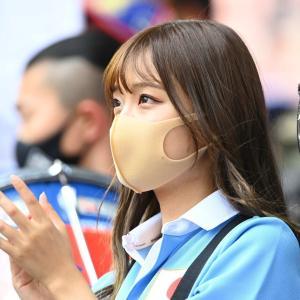 【画像】サッカー日本代表戦の中継に映ってたこの女の子…w