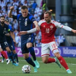 【動画】デンマーク代表エリクセン、試合中に突然倒れ込む!ピッチ上で心臓マッサージも…
