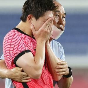 【画像】試合直後の韓国代表選手たち、改めて見たら普通にかわいそう…