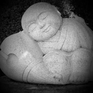 心和む石像