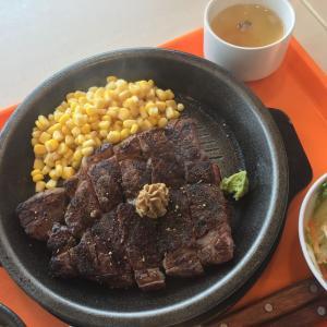 湘南モールフィルさんのフードコートにある「いきなりステーキ」さんでステーキを食べてみた。