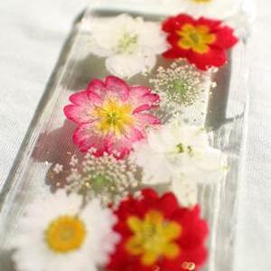 押し花のスマホケース