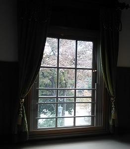 ホールの窓 上野公園(東京)