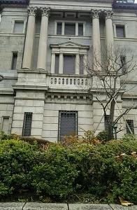 銀行の窓 (日本橋 東京)